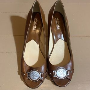 Brown Michael Kors  2.5 in heel sz 8.5